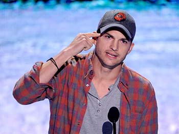 Ashton Kutcher at Teen Choice Awards 2013